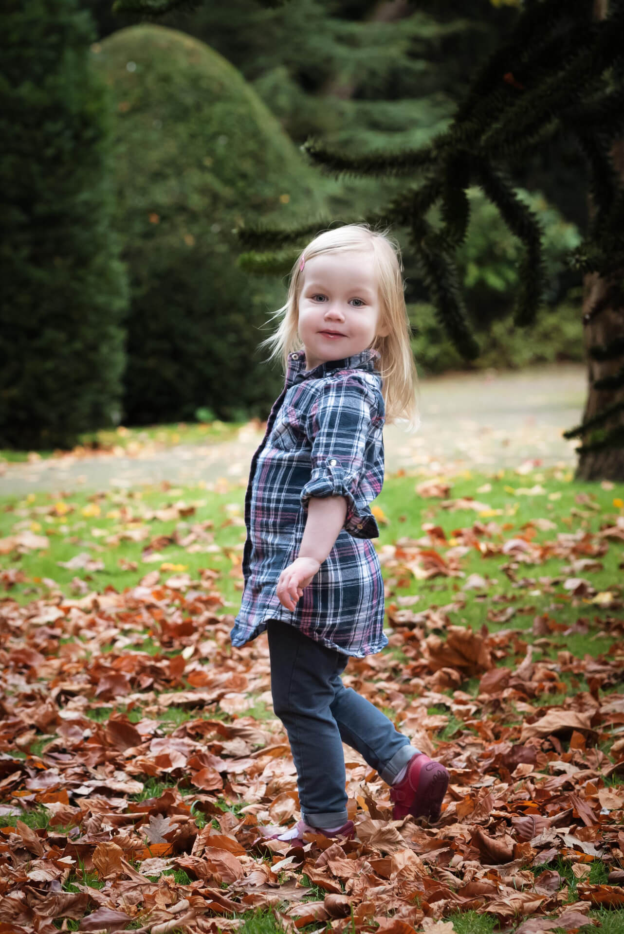 outdoor family photoshoot girl - Slice of Life Photography, Spalding, Lincolnshire